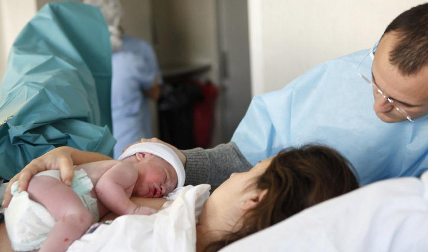 El Comité de Bioética de Catalunya elabora una guía para humanizar la atención al embarazo y el parto